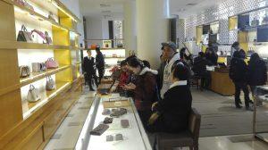 mua hàng hiêu ở Paris