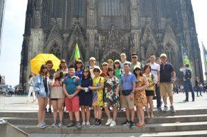 Đoàn khách tham gia tour 5 nước : Pháp - Đức - Luxembourg - Bỉ - Hà Lan